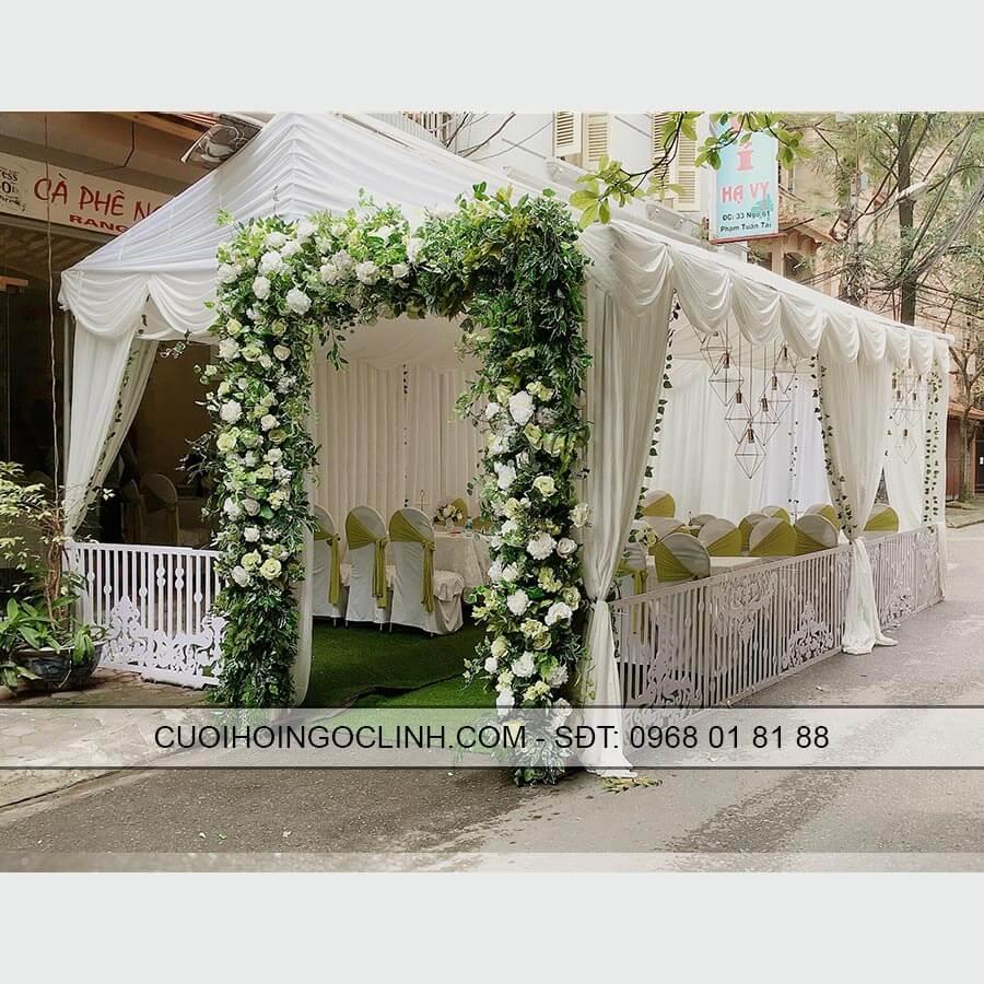 rạp đám cưới kèm cổng hoa mầu xanh