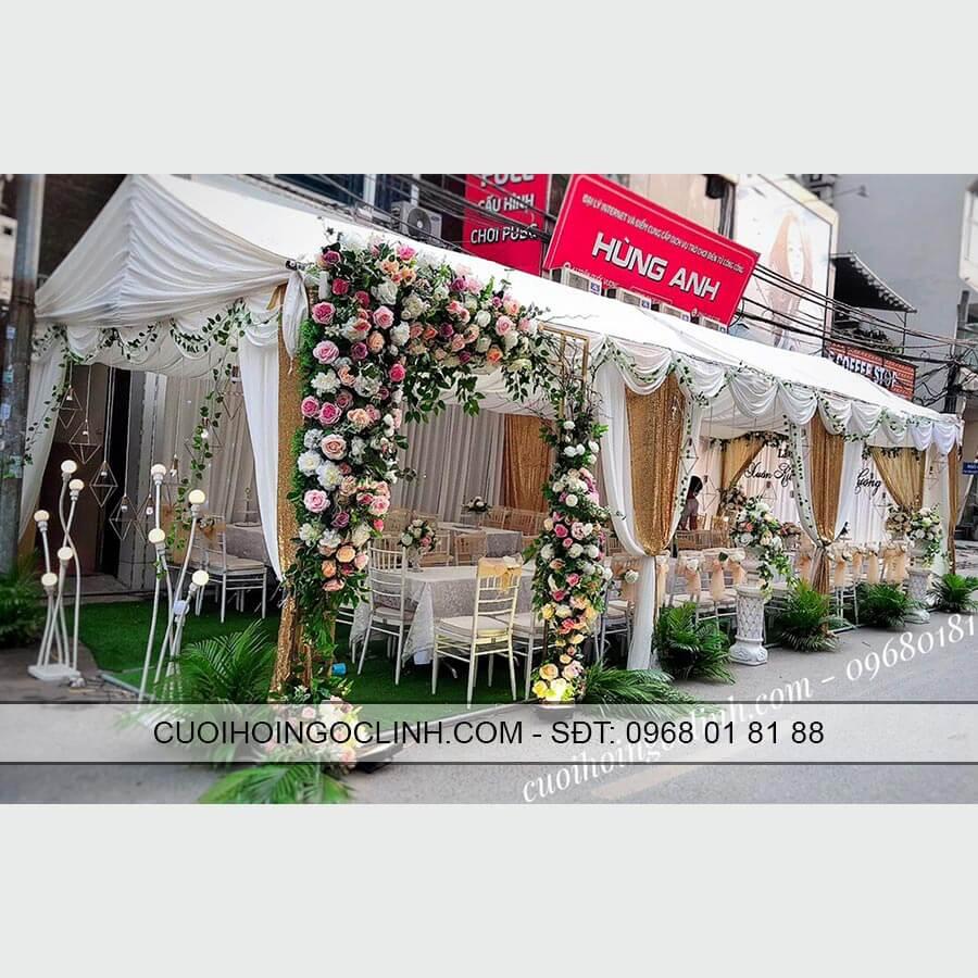 nhà rạp mầu trắng kèm cổng hoa cưới ảnh 2