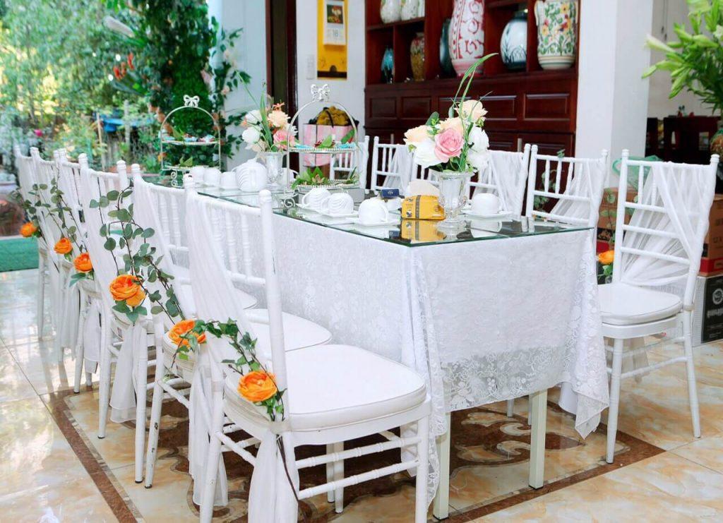 bàn ăn cỗ cưới