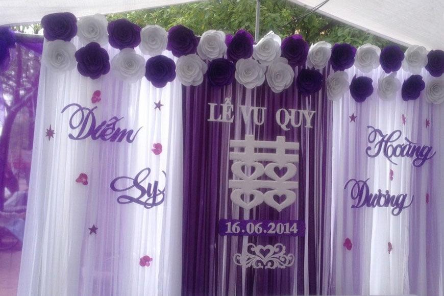 hình ảnh phông cưới chữ xốp màu tím
