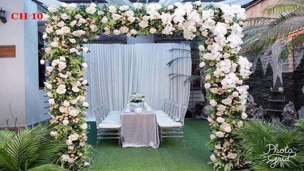 Giá cổng hoa cưới bằng hoa giấy