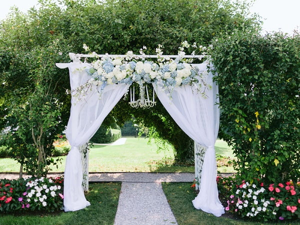 Cổng hoa cưới giá bao nhiêu