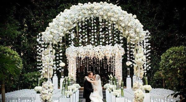 Hình ảnh mẫu cổng hoa màu trắng