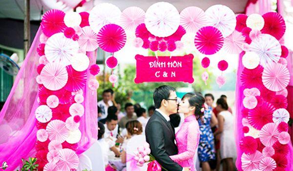 cổng hoa cưới giấy