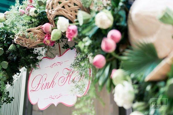Cổng hoa cưới bằng hoa sen tươi