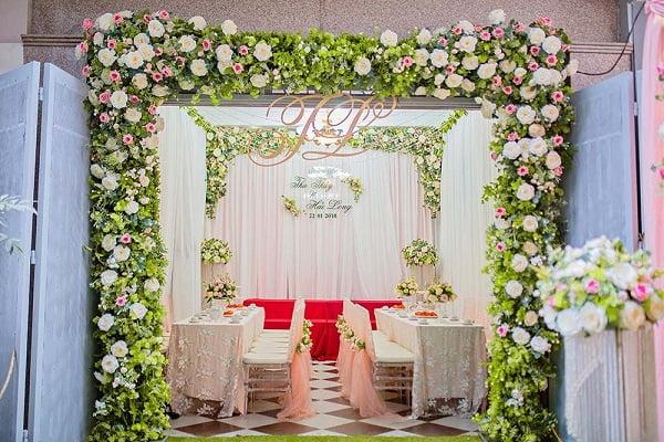 Cổng hoa cưới màu đẹp