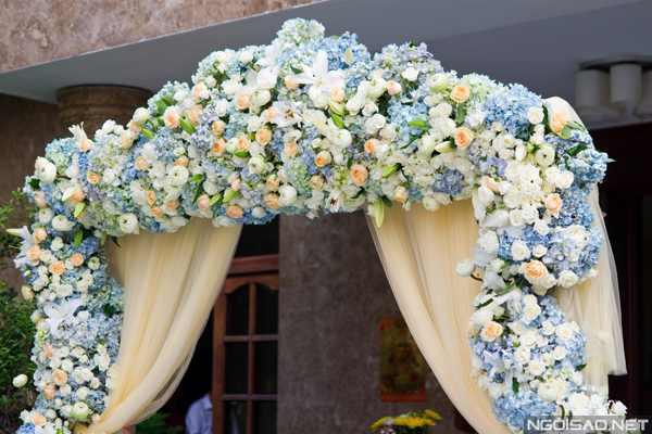 hình ảnh cổng hoa tươi màu xanh