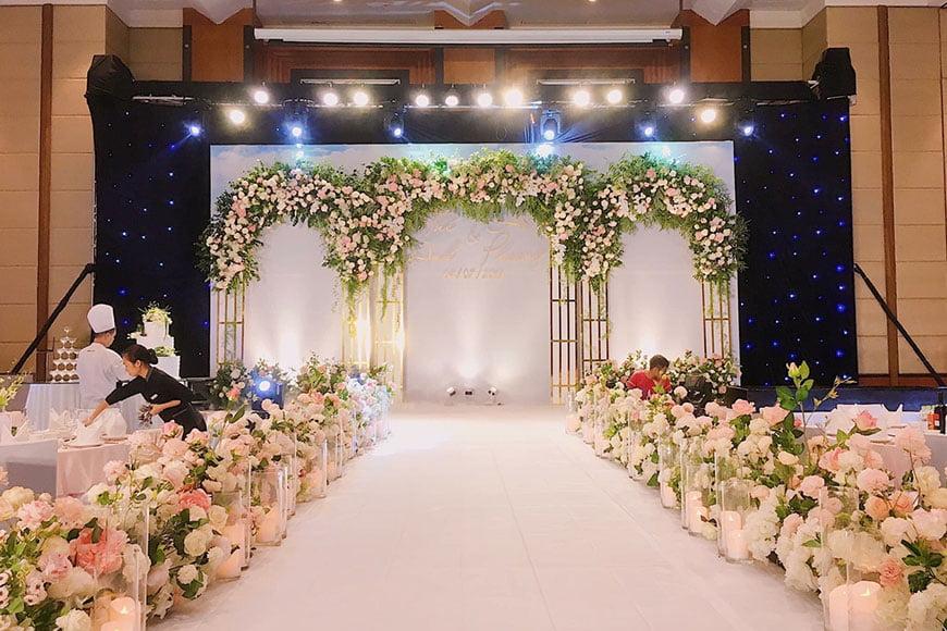 cổng hoa cưới mua ở đâu rẻ nhất