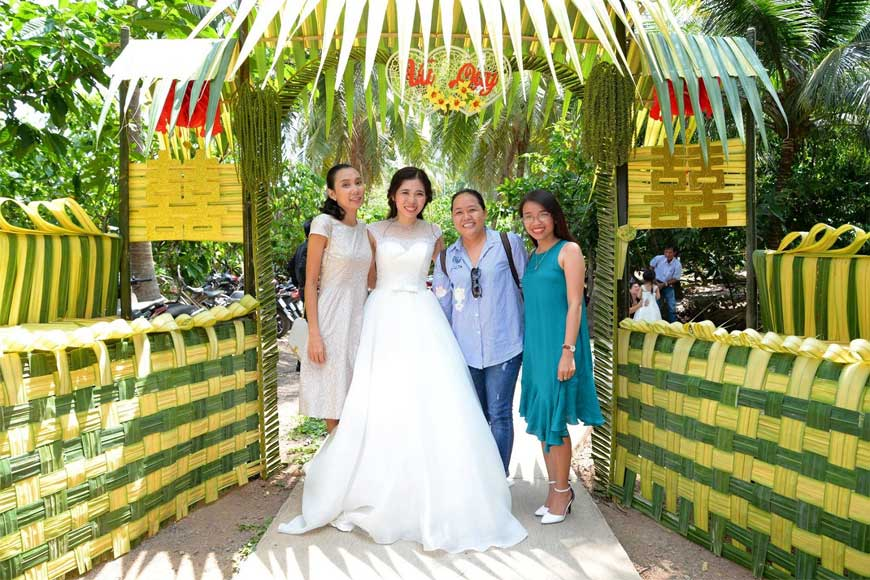 hình ảnh cổng hoa đám cưới bằng lá dừa