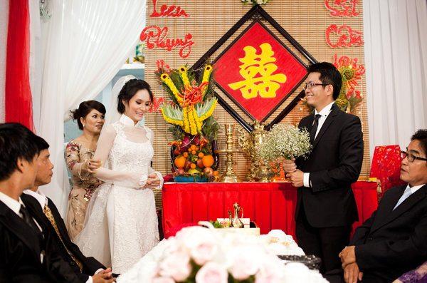 Cô dâu chú rẻ trong lễ ăn hỏi