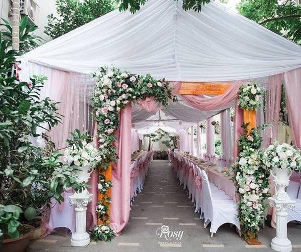 cổng hoa cưới bằng lụa