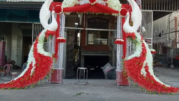 Cổng hoa cưới con công