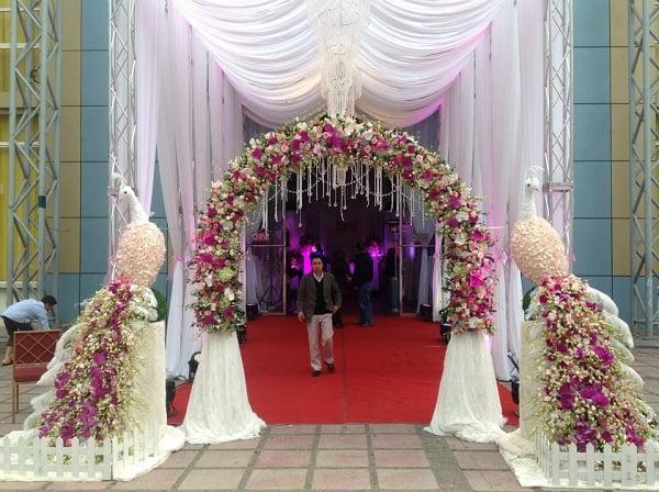 Cổng hoa cưới con công kèm cổng hoa cưới