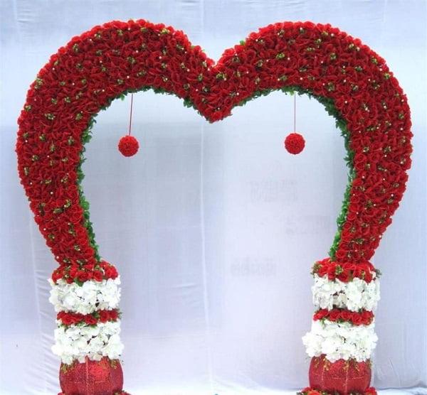Cổng hoa cưới hình trái tim