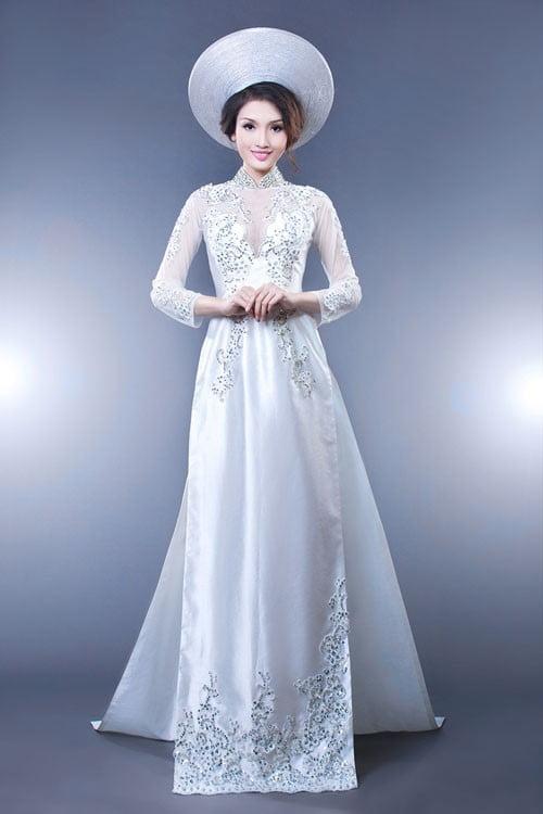 áo dài màu trắng trong lễ cưới