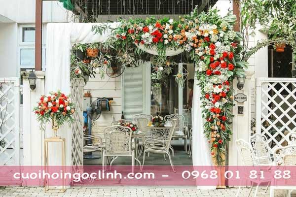 mẫu cổng hoa cưới mini