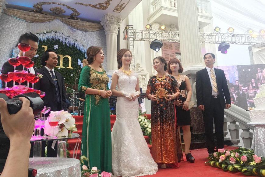 bộ trang sức ưa chộng của cô dâu ngày cưới