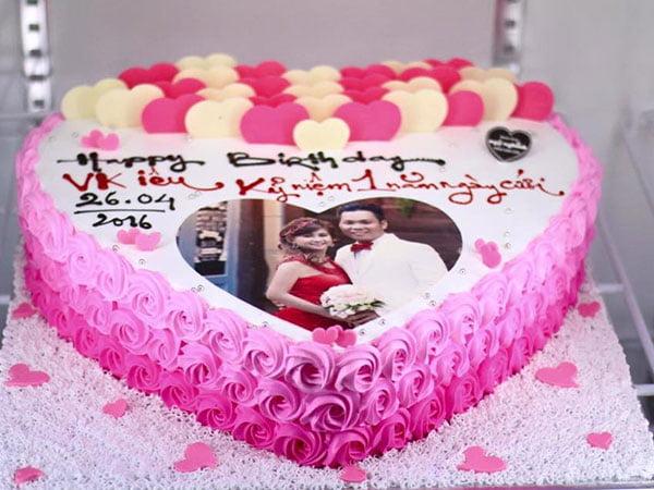 bánh gato làm quà cưới cho các cặp đôi
