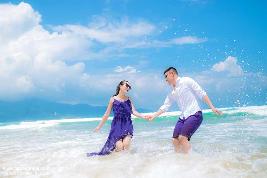 tặng đồ đôi đi biển cho các cặp đôi