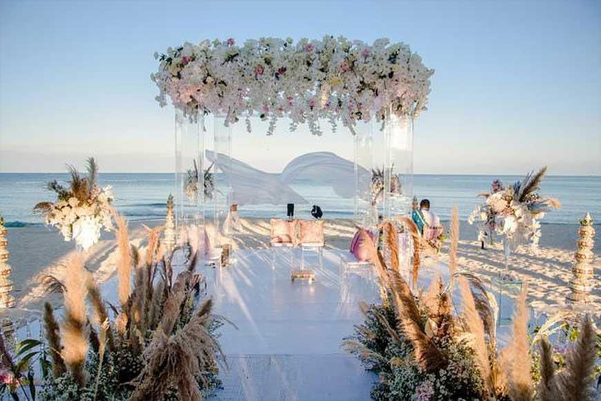 cổng cưới kết hợp với bộ đèn trùm