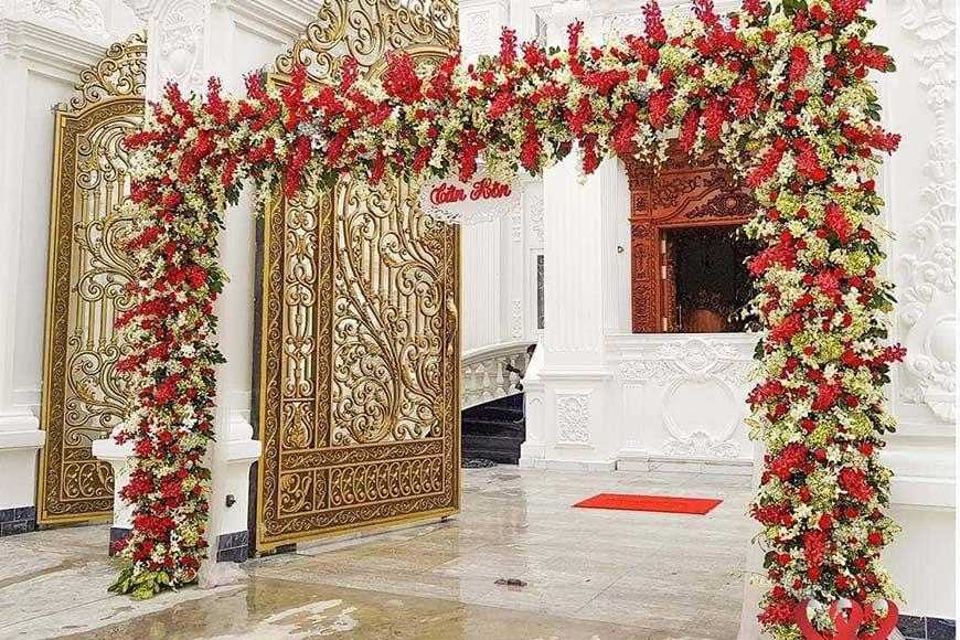 cổng cưới màu đỏ