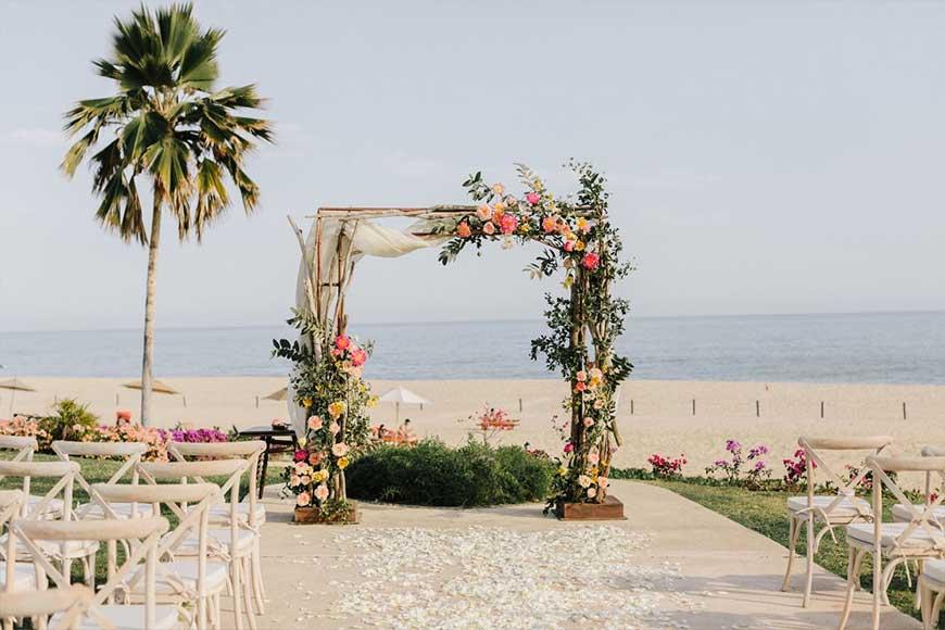 mẫu cổng trang trí bằng hoa lá cành cây từ tự nhiên